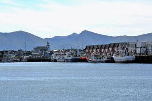 Blick vom Meer auf Andenes