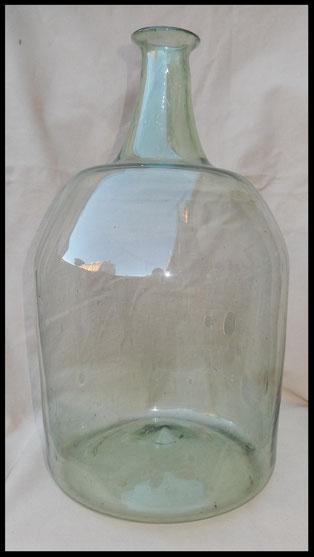 grande bouteille en verre translucide