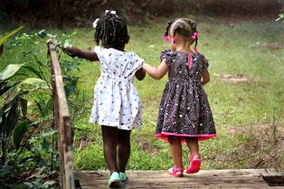 Как развить навыки общения и коммуникабельность детей