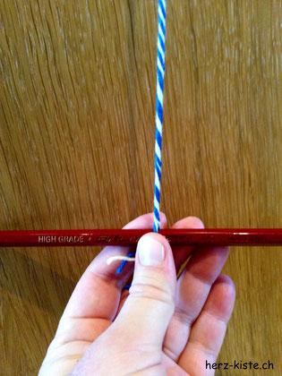 Kordel drehen mit Bleistift
