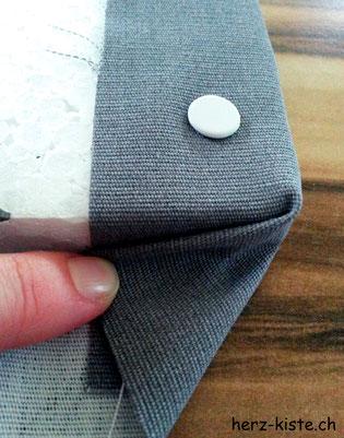Fotohintergrund Stoff auf Sagexplatte gespannt Ecken falten