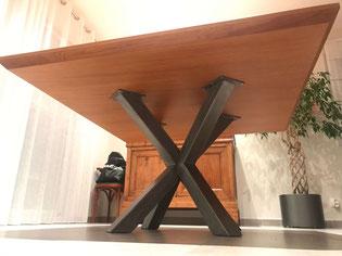 pied de table style industriel en X