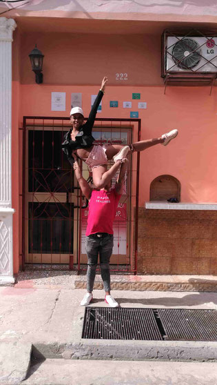 Dance school Salsabor a Cuba (right)