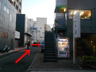 山田食堂の右奥が駐輪場