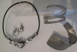 parure bijou en inox, collier entrelacets, boucles oreilles et bracelets