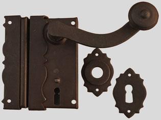Art.5-43 Serratura da applicare in ferro battuto con maniglia