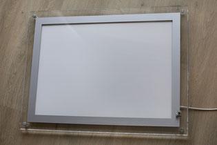 Acryl-Rahmen mit ausgeschalteter LED-Streuscheibe