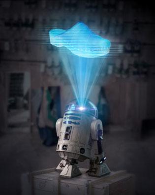 Cette image représente le robot de la Guerre des Etoiles à l'atelier des sabots d'isa, il diffuse non pas la princesse Leia mais le modèle Nath
