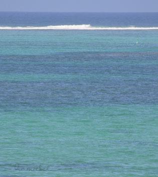 honourebel basis unter der oberflaeche herzblut bild zeigt abstrakt vom blaues meer