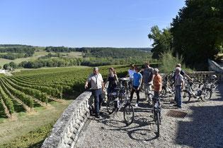 Balade à vélo dans les vignes, près de la Dordogne