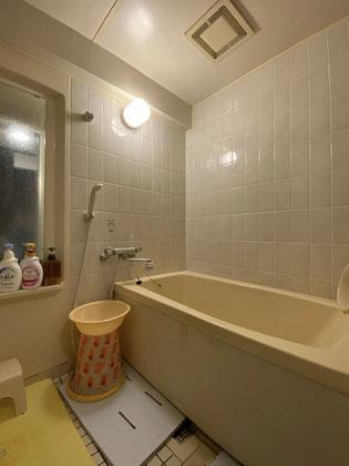 キレイ長持ちの人造大理石バスタブとオートタイプの給湯器で快適な浴室空間に【福岡市南区 I様邸】施工前