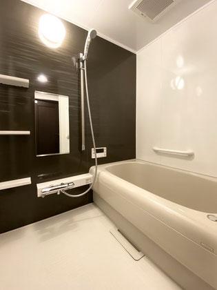 キレイ長持ちの人造大理石バスタブとオートタイプの給湯器で快適な浴室空間に【福岡市南区 I様邸】施工後