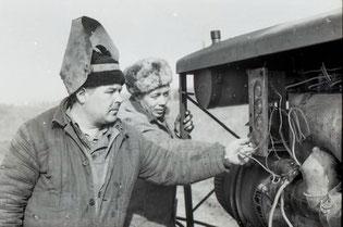 Каждой минутой дорожат на весенне-полевых работах тракторист подсобного хозяйства «Атом маша» Н. КОЗАЧЕНКО и сварщик В. РУДЕНКО.