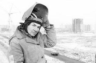 Анатолий Семенович Малайков — один из лучших сварщиков бригады Н. Садчикова из СМУ-8 _ «Гражданстроя».