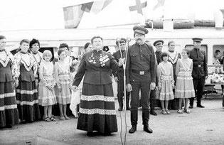 атоманша-Анна Афанасьевна Забазнова с сказачьим ансамблем станицы Романовской