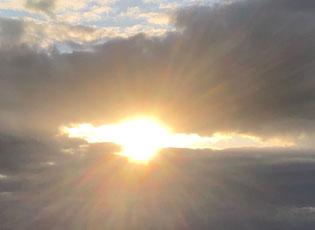 書いていたときの夕陽ですセドナとつながっています
