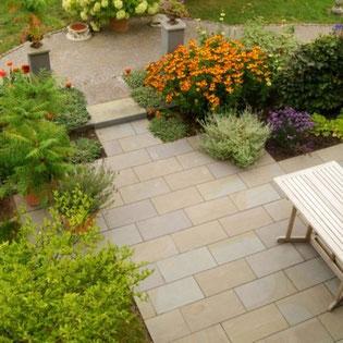 Terrasse mit Naturstein