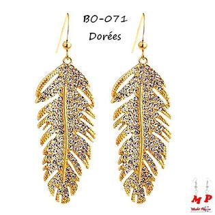 Boucles d'oreilles pendantes plumes dorées en métal serties de strass