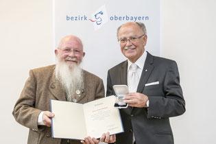Gerhard Kinshofer mit Bezirksmedaille geehrt