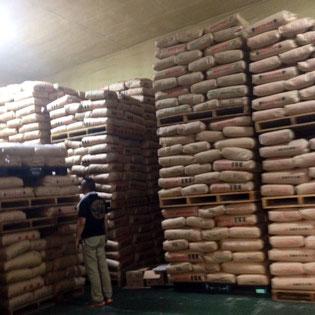 お届けする商品は、米備蓄の日本政府指定も受けている【お米専用の蔵】で品質管理されています。