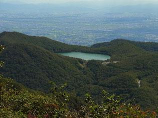 下山し始めると「小沼」が見えました。まるで山頂の水たまり