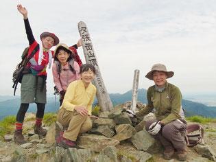 夕張岳山頂にて(1,667.7m)
