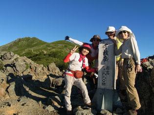 まずは、千枚岳(2,879.8m)で悪沢岳(東岳)をバックに