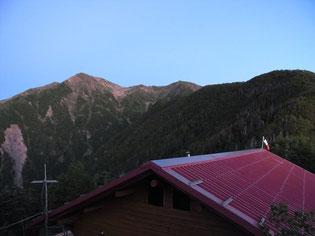 赤石小屋裏の展望所から赤石岳