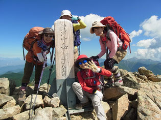 中岳(3,083.2m)にて、けっこうな日差しです