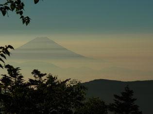 千枚小屋の早朝の富士山 縞模様がいいね