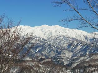 護摩堂山山頂から白山アップ