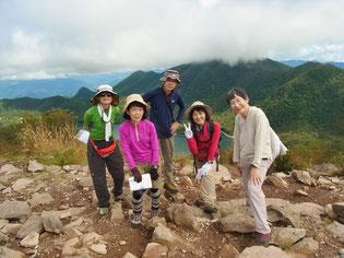 地蔵岳山頂にて赤城山最高峰,黒檜山をバックに
