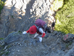 千枚岳からの下り。岩が多ので注意して下る