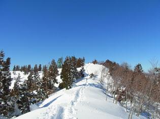 やってきました護摩堂山(1,152.4m)山頂。あと少しガンバ