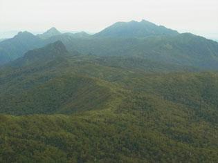夕張岳山頂から芦別岳アップ