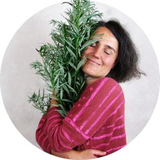 """Ruby Nagel ist Gastautorin des Artikels """"Innere Blockaden lösen mit ätherischen Ölen #Blog #Heilpflanzen #Blockaden #Aromatherapie"""