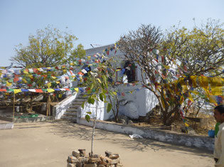 山頂のシバ神を祀るヒンズー寺院