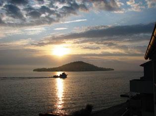 Fischerboot vor der Insel Osljak