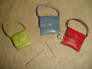 minis sacs à mains en crocodile doublés cousus main, fermeture par boutons pression gainés