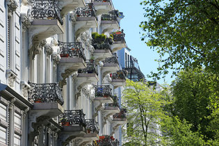Management of old  nice apartment houses in Hamburg