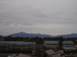 地元の名峰「米山」も、うっすらと初冠雪