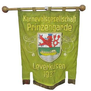 Erste Standarte der Prinzengarde Leverkusen im Jahr 1937