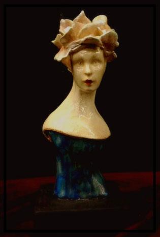 Viola,     céramique 8 pouces X 4 pouces