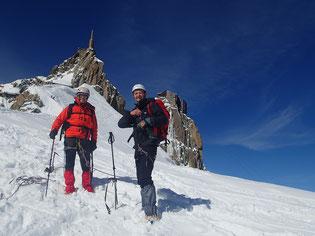 Gérard et Hervé en bas de l'arête de l'Aig. du Midi