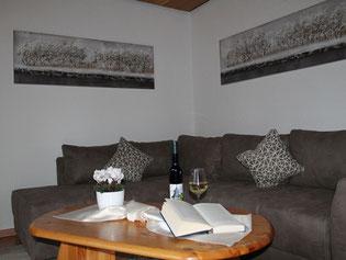 4 Sterne Ferienwohnung nahe der Südlichen Weinstraße, Wohnzimmer mit Zugang zur Terrasse