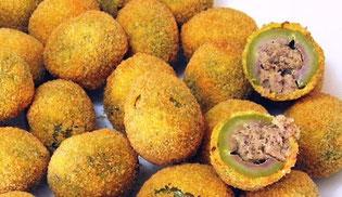 L'Hotel Pennile di Ascoli Piceno, vicino al centro storico e alla caserma militare, saprà consigliarvi molti locali dove degustare le squisite olive ascolane raffigurate in foto