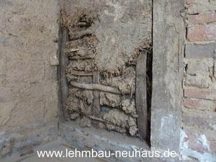 Denkmalsanierung - historisches Gefach mit Stakung, Geflecht und Strohlehm