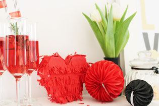 Bild: Ideen Valentinstag schön feiern, DIY Geschenk für Sie und Ihn als Herz Pinate zum selber machen
