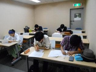事前学習は学校の教室で、ワークシートに取り組みました。