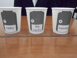 三種類の薬瓶(A「毒(ねずみ用)」、B「熱さまし」、C「栄養」と書かれています)
